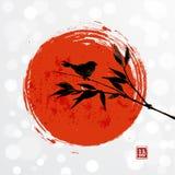 与竹鸟和大红色太阳的卡片 免版税图库摄影