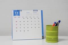 与笔和固定式箱子的11月日历 库存图片
