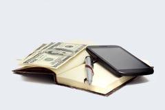 与笔和现金2的笔记薄 库存图片
