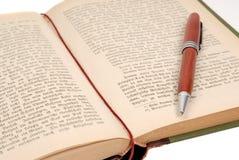与笔的书 免版税图库摄影