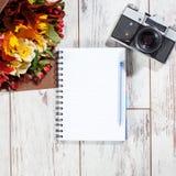 与笔的照相机计划的 免版税图库摄影