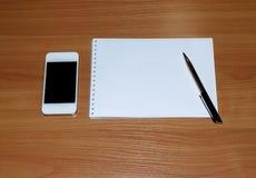 与笔的笔记薄笔记的 免版税库存照片