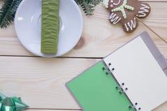 与笔记本的圣诞灯木背景 图库摄影