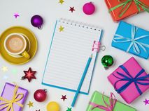 与笔记本的圣诞节背景 免版税库存图片