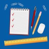 与笔记本的蓝色桌,笔事务的铅笔统治者 免版税库存图片