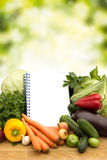 与笔记的新鲜蔬菜 库存照片