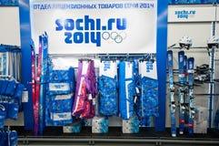 与符号奥林匹克运动会的体育用品在索契2014年 库存照片