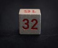 与第三十二的木立方体 免版税图库摄影