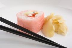 与筷子的寿司 免版税库存图片
