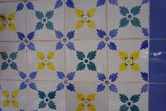 与简单的花饰的Azulejos 免版税库存图片