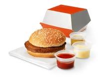 与箱子和调味汁的汉堡包 免版税库存图片