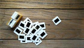 与箱子的老35mm幻灯片影片 图库摄影