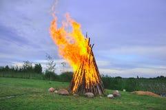 与篝火的横向 免版税库存照片