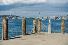 与篱芭的西雅图都市风景 库存照片