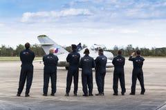 与米格-15的瑞士人Pilatus Warbird特技队P3飞行物 库存图片