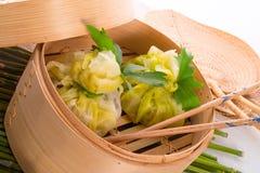 与米袋子的圆白菜 免版税图库摄影