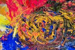 与粉末颜料的被捣碎的五颜六色的油漆 免版税库存照片