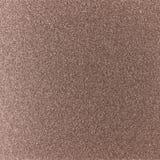 与粗砺的被点刻的一根发光的金属板的背景纹理 免版税库存图片