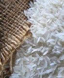 与粗麻布袋子的米 免版税图库摄影