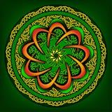 与精心制作的样式的圆的装饰品在绿色 库存照片