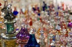 与精油的Amphorae从阿拉伯国家的香水的 免版税库存图片