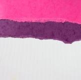 与精美条纹样式和葡萄酒被撕毁的纸的老帆布纹理背景 库存照片