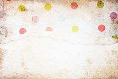 与精美条纹样式和葡萄酒被撕毁的纸的老帆布纹理背景 库存图片