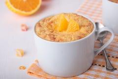 与糖煮和橙色的大米布丁 库存图片