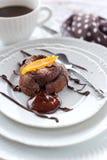 与糖煮的橙皮的巧克力蛋糕 库存照片