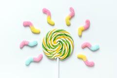 与糖candys的棒棒糖设计在白色背景顶视图大模型 库存图片