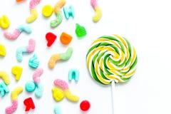 与糖candys的棒棒糖设计在白色背景顶视图m 图库摄影