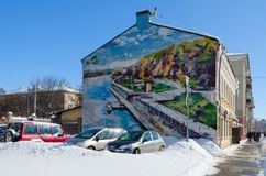 与索日河的公园和堤防的图象的街道画在大厦墙壁上的在基洛夫街,戈梅利,白俄罗斯上的 库存图片