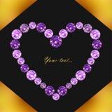 与紫色宝石的心脏的贺卡在背景的在黑色和金子颜色,传染媒介例证 库存图片