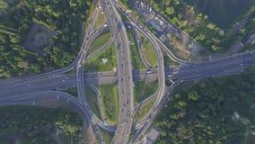 与繁忙运输的公路交叉点在Kyiv,乌克兰 帕东桥梁 在视图之上 股票录像