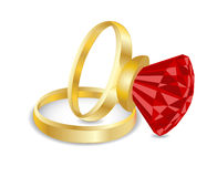 与红宝石的金黄环形。 库存照片