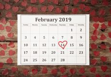 与红心的日历在圣徒在的情人节2月14日2019年在爱庆祝 免版税库存图片