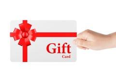 与红色丝带和弓的礼品券 免版税图库摄影