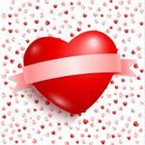 与红色丝带的大红色心脏 免版税库存照片