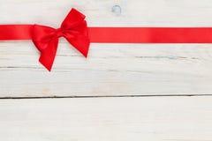 与红色丝带的情人节背景 免版税库存图片