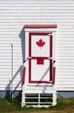 与红色修剪的白色门 库存照片