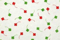 与红色和绿色叶子的桑纸 库存图片