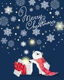 与红色围巾和礼物的小的逗人喜爱的北极熊在与雪花的蓝色bacjground 向量例证