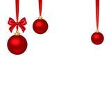 与红色垂悬的球的圣诞节背景 也corel凹道例证向量 免版税库存图片