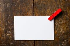 与红色夹子的白色空插件 免版税图库摄影