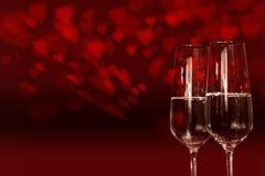 与红色心脏和香槟的天空 库存照片