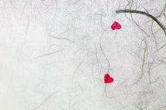 与红色心脏的桑纸 免版税库存图片