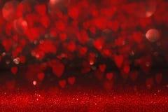 与红色心脏的背景为情人节 免版税库存图片