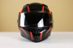 与红色摩托车盔甲的美好的黑色 使用透明v 库存照片