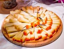 与红色果皮的乳酪您的开胃酒的 免版税库存照片