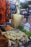 与红色猪肉厨师的煮沸的鸡 免版税图库摄影